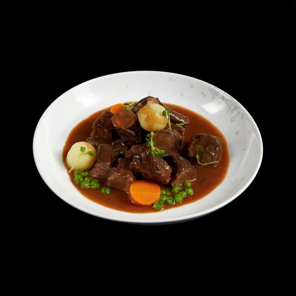 MM02 - Bò hầm với khoai tây nghiền, nấm xào và sốt rượu vang đỏ (Copy)