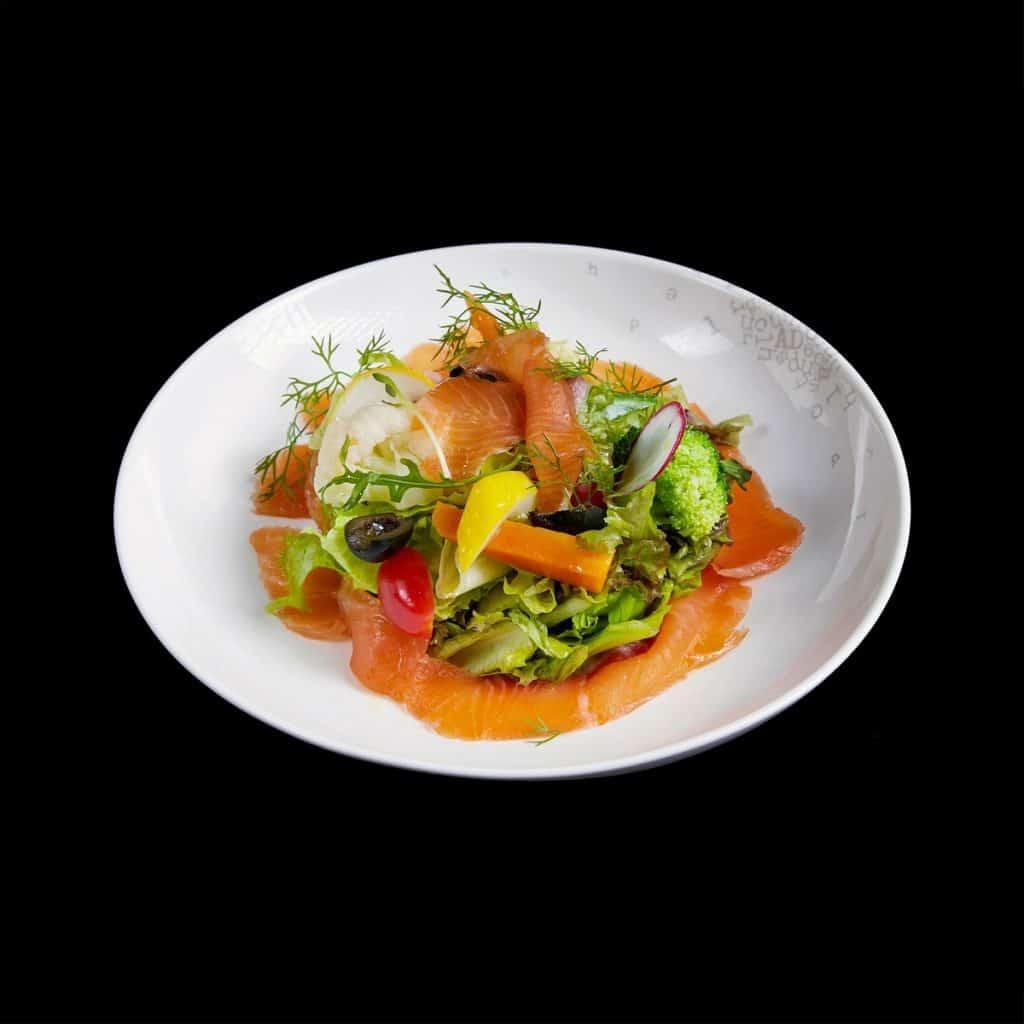 S03 - Salad rau xanh với cá hồi xông khói (Copy)